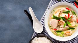 Thaise curry met kip en aubergines