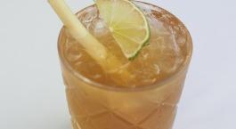 Ice tea van jasmijn en citroengras