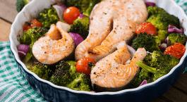 Filets de saumon au brocoli et aux tomates